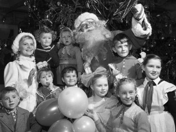 26 Фото з радянським дідом морозом з 80-х років