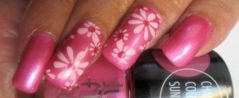 Квітковий дизайн нігтів