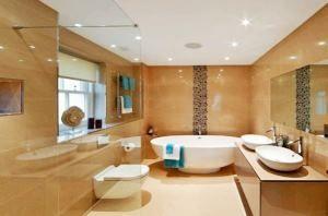 бежева ванна кімната фото