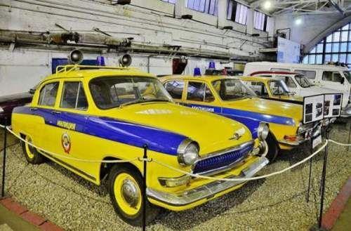 Екскурсія по найбільшому в світі музею радянських автомобілів