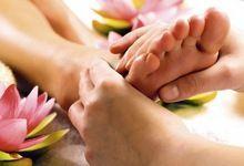 Як правильно робити масаж ступень ніг? Техніка для максимальної користі
