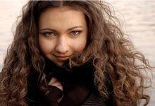 Як правильно і надовго випрямити кучеряве волосся феном і гребінцем будинку