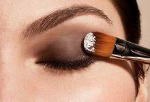 Як зробити макіяж очей самої? Поетапний, покроковий ніжний макіяж очей