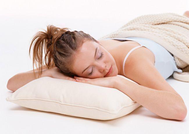 Як вибрати подушку для сну: кращі матеріали і форми