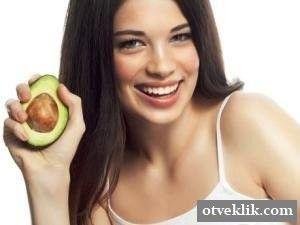 Які маски для волосся роблять з авокадо?