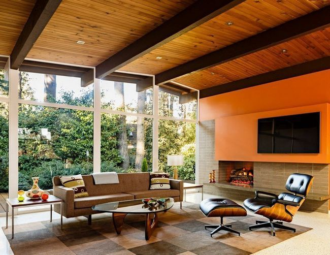 Оранжево-коричнева вітальня