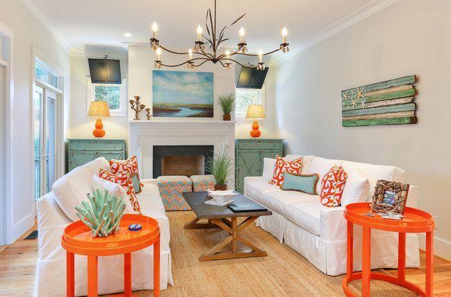 Помаранчевий, білий і м`ятний кольору в інтер`єрі вітальні