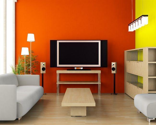 Салатово-помаранчеві стіни у вітальні