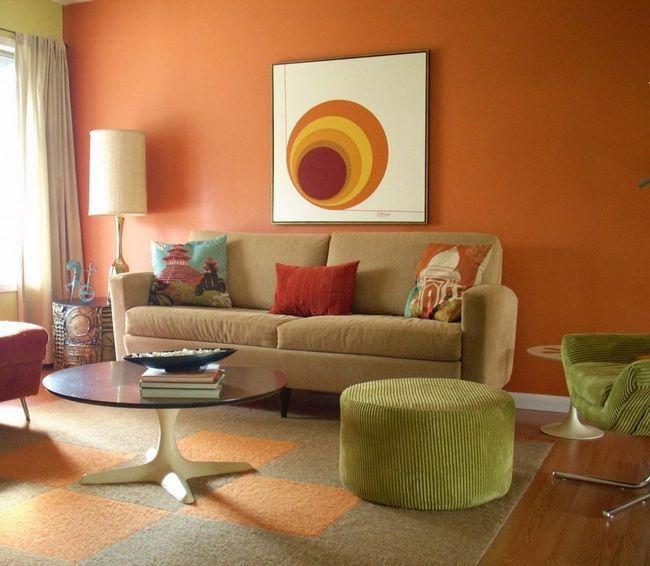 Зелені акценти в помаранчевій вітальні