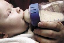 Чому дитина відмовився від пляшечки? Що робити і як правильно вчинити