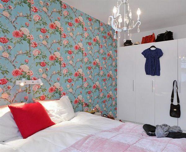 як красиво наклеїти шпалери в спальні двох кольорів фото 10