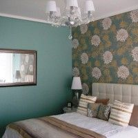 дизайн спальні з шпалерами двох кольорів фото 34