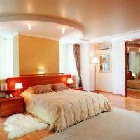 дизайн спальні з шпалерами двох кольорів фото 40