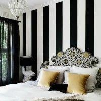 дизайн спальні з шпалерами двох кольорів фото 49