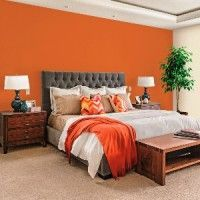 дизайн спальні з шпалерами двох кольорів фото 2