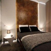 дизайн спальні з шпалерами двох кольорів фото 16