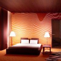 дизайн спальні з шпалерами двох кольорів фото 23