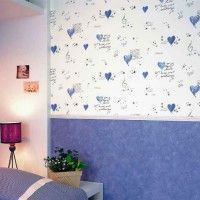 дизайн спальні з шпалерами двох кольорів фото 38