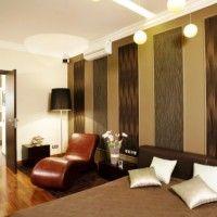 дизайн спальні з шпалерами двох кольорів фото 18