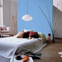 дизайн спальні з шпалерами двох кольорів фото 46