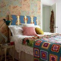 дизайн спальні з шпалерами двох кольорів фото 48