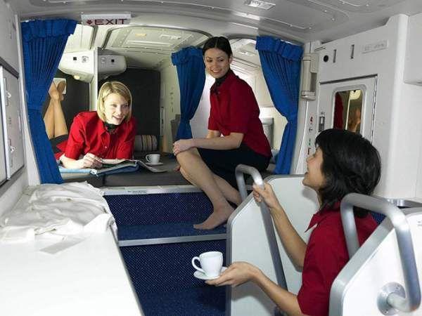 Секретні спаленки стюардес на далеких перельотах