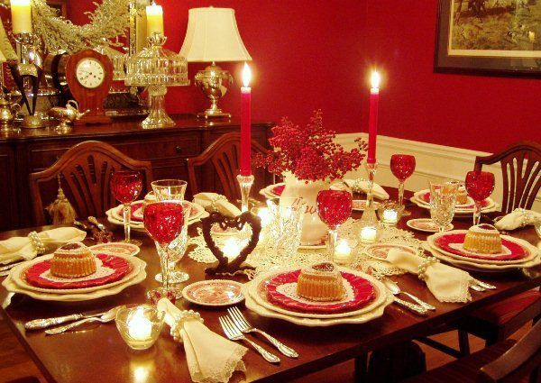 Прикраса новорічного столу своїми руками фото