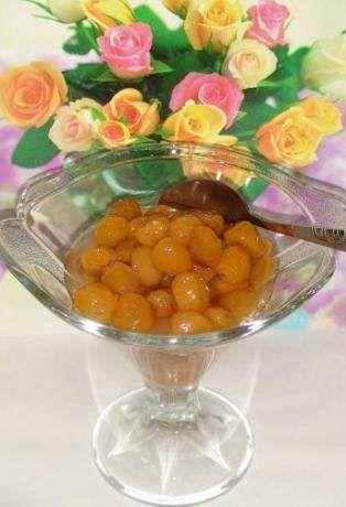 Варення з білої черешні з лимоном і горіхами