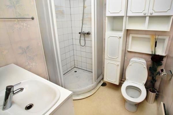 маленькі ванні кімнати з душовою кабіною фото 2