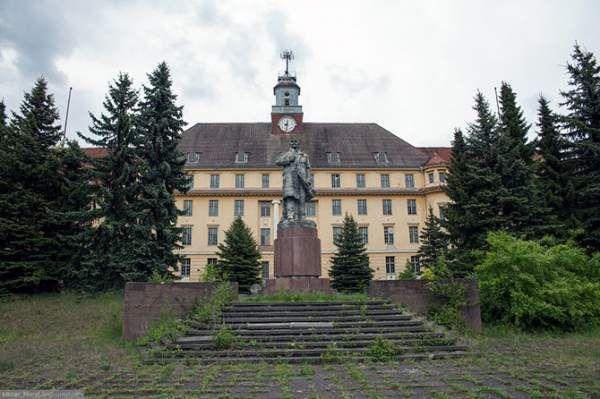 Покинутий штаб групи радянських військ у німеччині